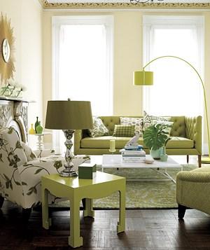 Hermosa decoración aprovechando la luz solar y combinando un verde apagado en los diferentes objetos
