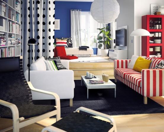 Combinación de colores como el azul y rojo, y combinación de estampados a raya y lunares. Una decoración muy osada y juvenil especial para dias de vacaciones
