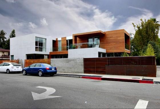 Vista lateral vivienda moderna sostenible en los Angeles