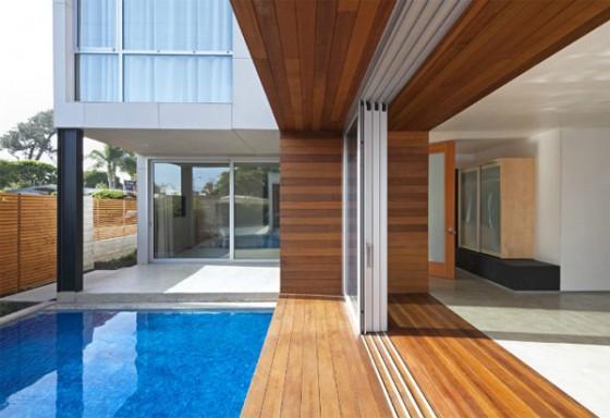 Exteriores piscina vivienda moderna sostenible en los Angeles