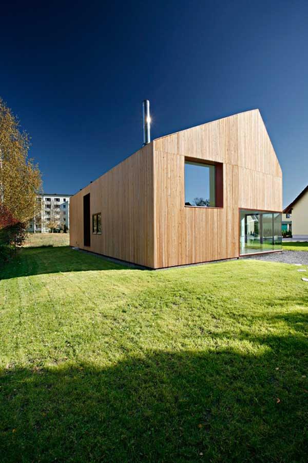 La energía solar aprovechada al máximo en una casa de madera