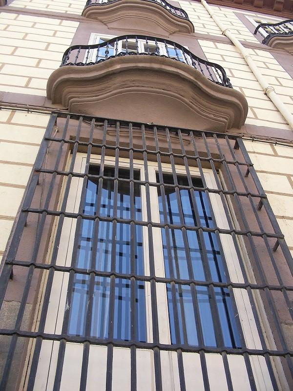 ahora algunas imágenes de balcones para ventanas alrededor del mundo