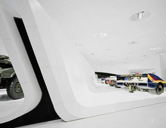 Edificio futurista museo del Porsche (10)