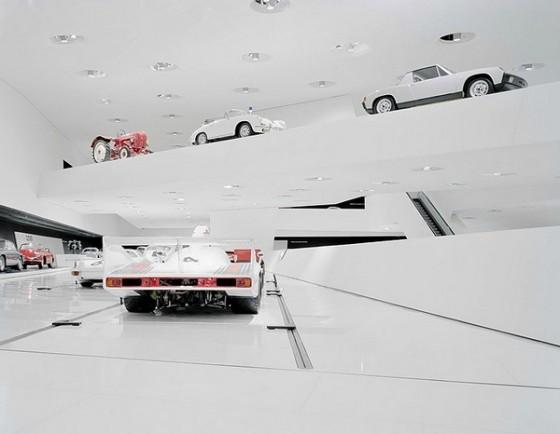 Edificio futurista museo del Porsche (9)