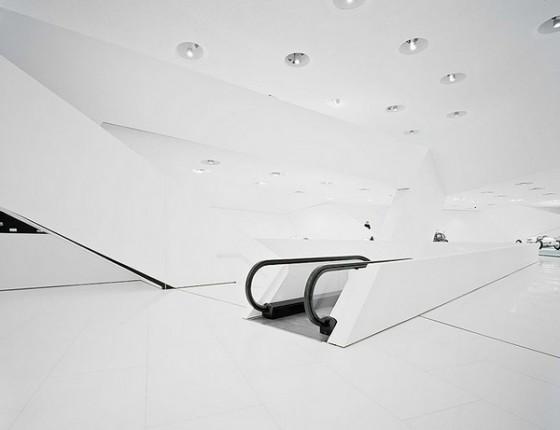 Edificio futurista museo del Porsche (8)