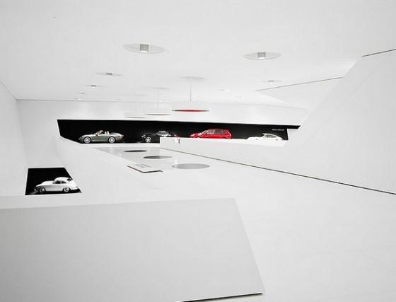 Edificio futurista museo del Porsche (7)