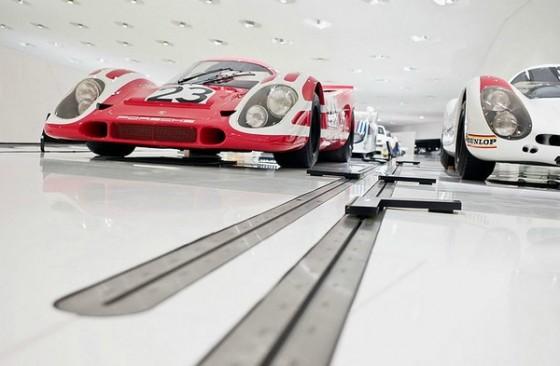 Edificio futurista museo del Porsche (5)