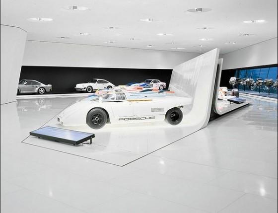 Edificio futurista museo del Porsche (4)
