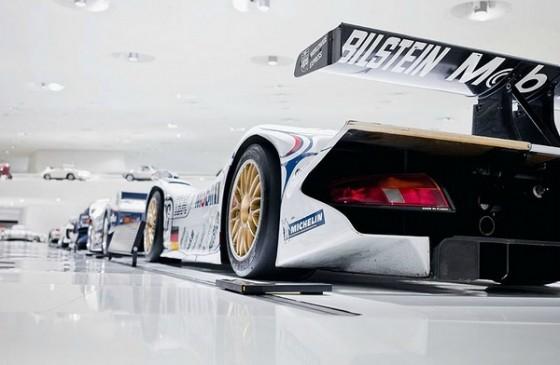 Edificio futurista museo del Porsche (3)