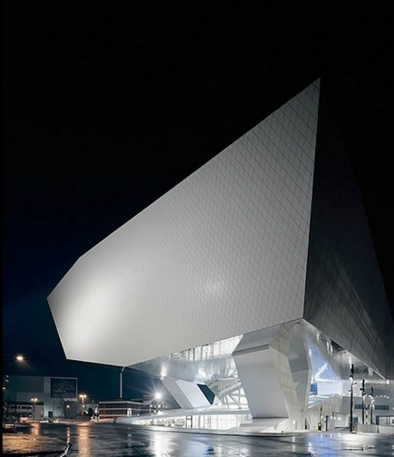 Edificio futurista museo del Porsche (1)