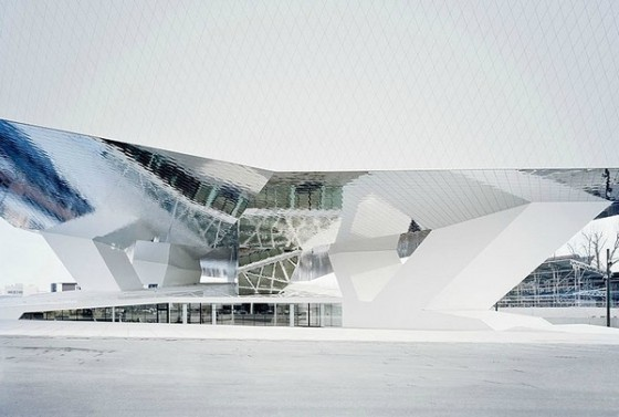 Edificio futurista museo del Porsche (18)