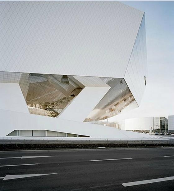 Edificio futurista museo del Porsche (16)