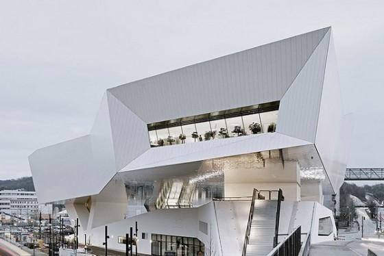 Edificio futurista museo del Porsche (15)