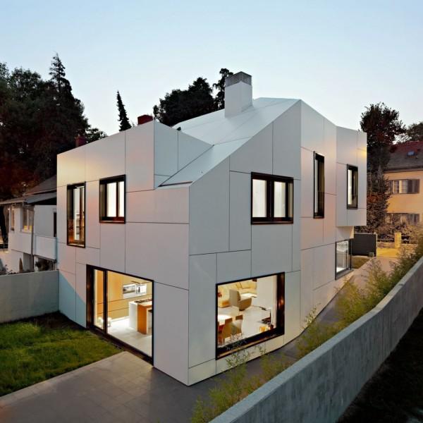 Diseño de casa con formas geometricas extrañas por DVA Arhitekta