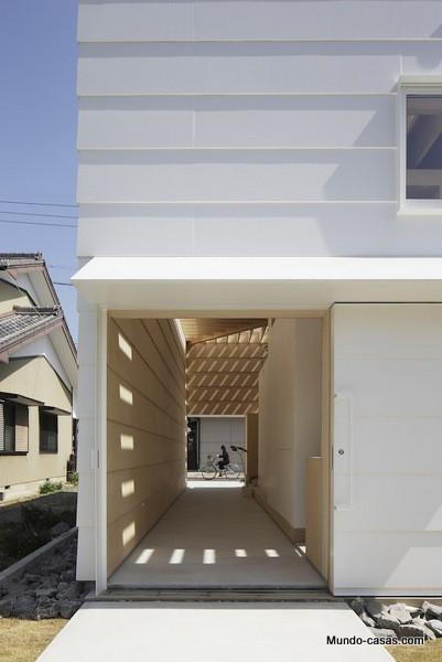 Casa sin ventanas en Japón dando oportunidad al aprendizaje sin distracciones (20)