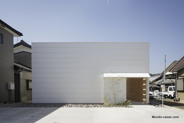 Casa sin ventanas en Japón dando oportunidad al aprendizaje sin distracciones (9)