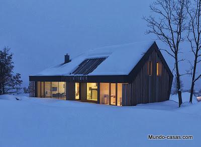 casa-minimalista-eslovenia iluminada por la noche