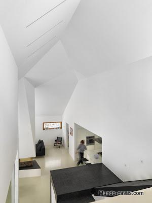 casa-minimalista-eslovenia pasillo