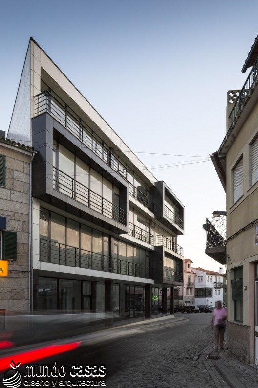 Edificio Residencial Vila Nova de Tazem creado por Nuno Ladeiro y Marco Martins (4)
