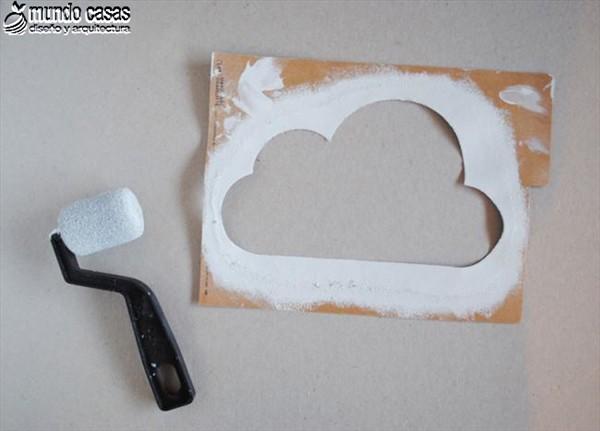 Idea artesanal para decorar una habitación infantil con nubes (2)