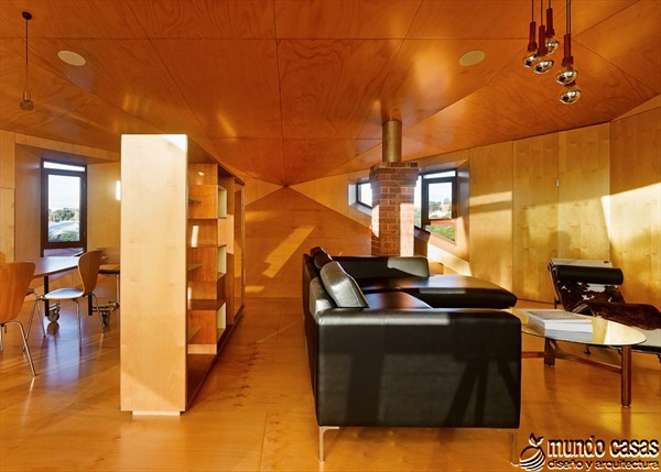 Interiores cocina y sala en la Casa 31_4 Room House (5)