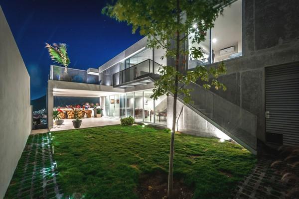 Construcción económica en México logra espacios ámplios y fínamente detallados – Casa IPE / P+0
