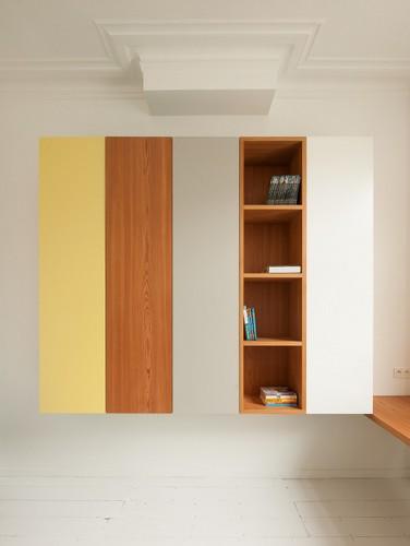 Apartamento de colores citricos con camas instaladas en la pared (2)