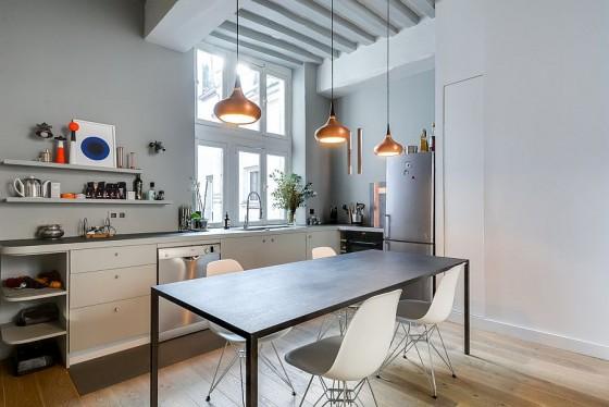 Interiores de apartamento decorado con elementos de cobre (9)