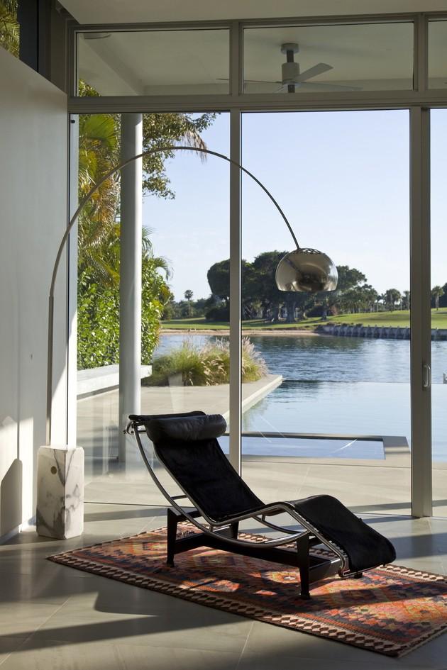 Moderna Casa en la Costa con Interiores Super Lujosos