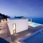 Residencia minimalista en Grecia con vista al mar