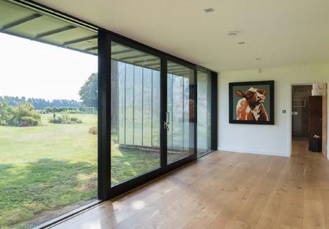 La casa por dentro con amplios  espacios