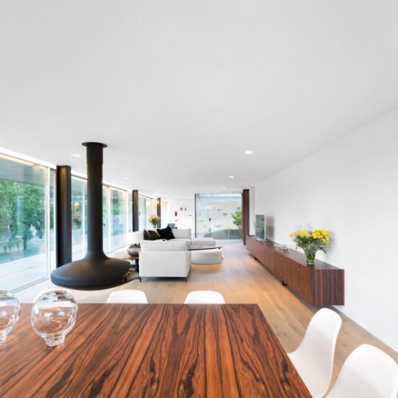 El comedor y la sala tienen un diseño moderno