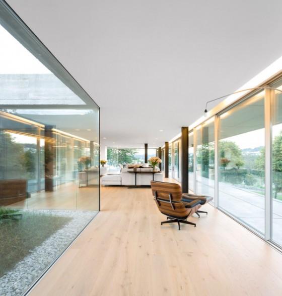 El cristal dentro de la casa hace que los lugares se vean más amplios