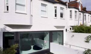 Antiguo garaje mecánico transformado en una moderna residencia en Londres