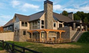 """Residencia Skyfall: una  mezcla tradicional de la  arquitectura  """"Nueva Inglaterra"""" + el diseño moderno."""