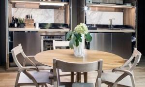 Apartamento discreto y moderno con detalles coloridos en Milán