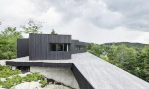 Casa contemporánea sostenible que no necesita  del suministro de energía eléctrica