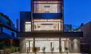 Residencia Heathdale: Casa moderna con fachada  de acero  y de cristal en Toronto Canada