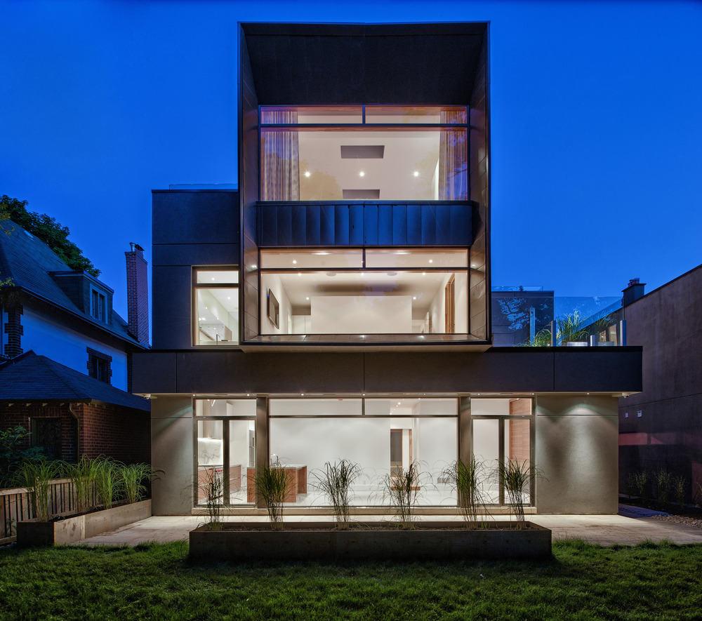 Residencia Heathdale: Casa moderna con fachada de acero y de cristal ...