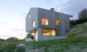 Casa minimalista de hormigón en Suiza con excelentes vistas en los alrededores