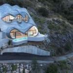 Residencia contemporánea construida en el acantilado de la ciudad de Granada, España