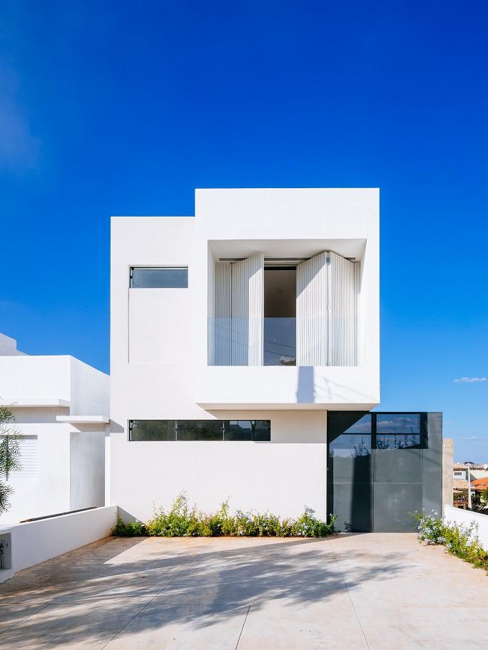 Fascinante vivienda minimalista de dos plantas