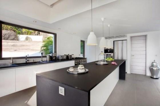 Moderna residencia con vista al mar Cocina