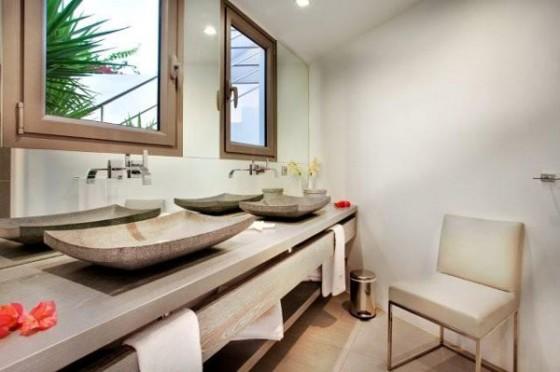 Moderna residencia con vista al mar Baños
