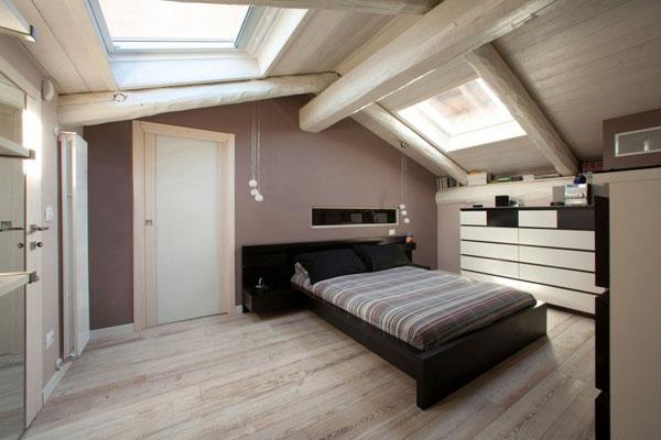 Transformación de antiguo garage en bello dúplex de tonos claros y terminación en madera