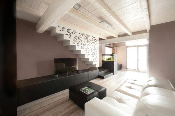 Imagen de cochera convertida en casa de dos pisos