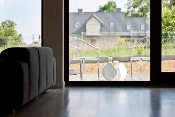 Diseño de interiores minimalista en casa de Polonia (2)
