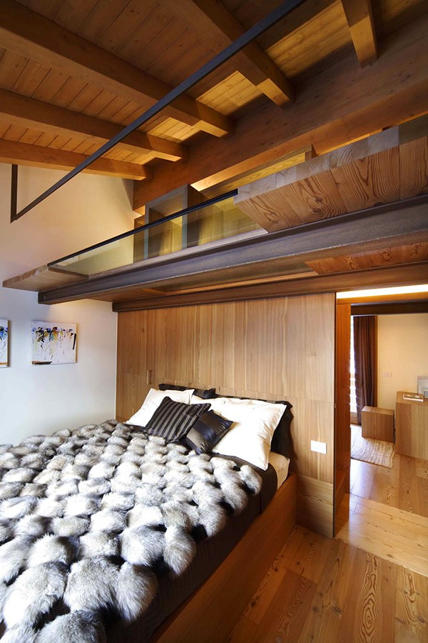 Apartamento con interiores amaderados en Italia (10)