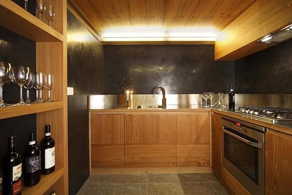 Apartamento con interiores amaderados en Italia (9)