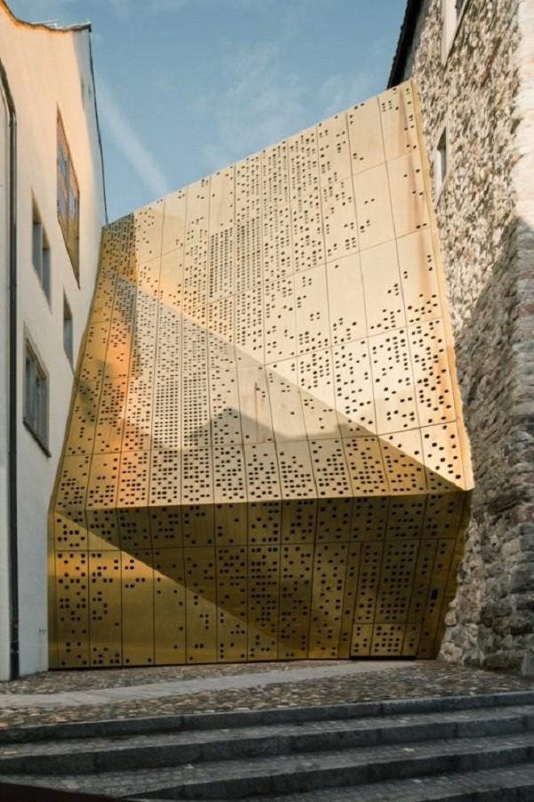 Construcciones con tonos dorados como el oro (7)